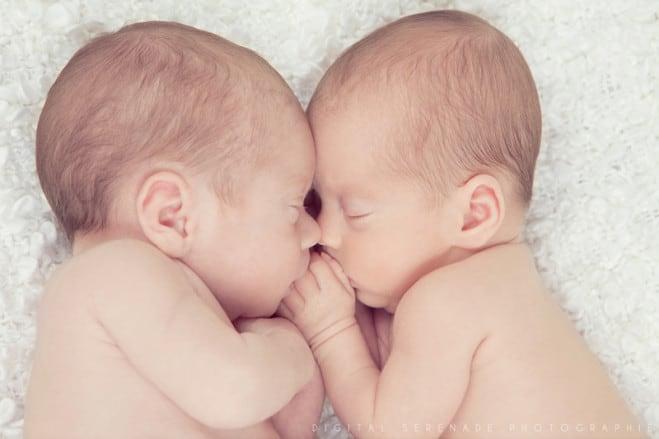 Bébés jumeaux mignons – 10