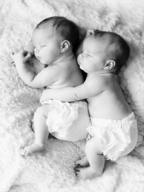 Bébés jumeaux mignons - 11