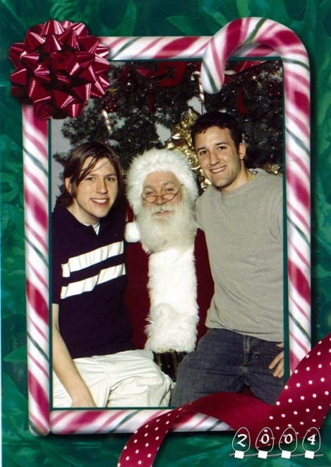 Deux garçons font une photo avec le Père Noël pendant 34 ans - 11