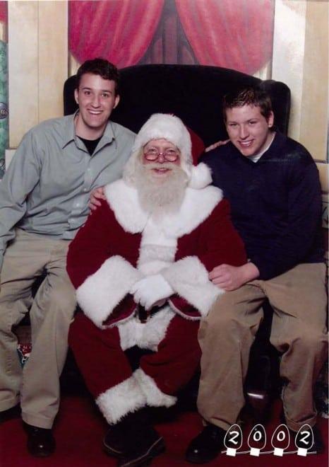 Deux garçons font une photo avec le Père Noël pendant 34 ans - 13