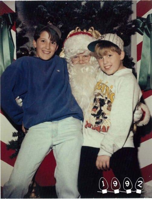 Deux garçons font une photo avec le Père Noël pendant 34 ans - 23