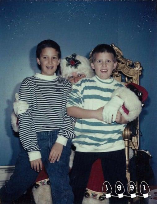 Deux garçons font une photo avec le Père Noël pendant 34 ans - 24