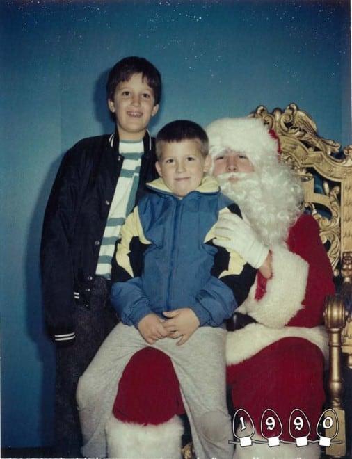 Deux garçons font une photo avec le Père Noël pendant 34 ans - 25