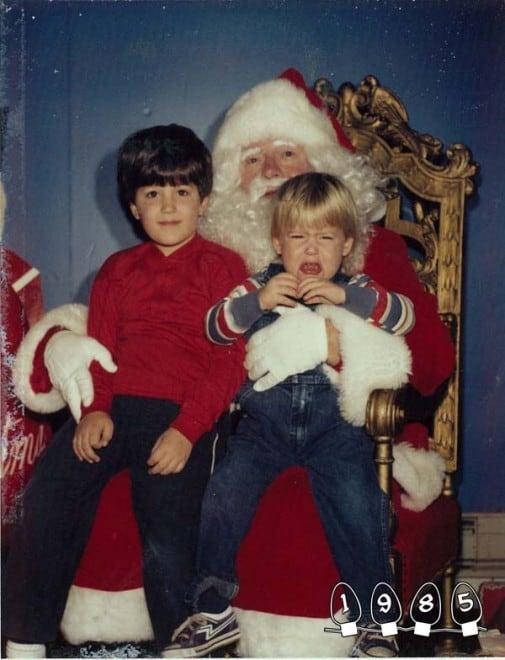 Deux garçons font une photo avec le Père Noël pendant 34 ans – 30