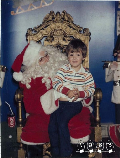 Deux garçons font une photo avec le Père Noël pendant 34 ans - 32