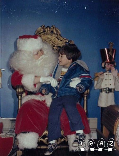Deux garçons font une photo avec le Père Noël pendant 34 ans - 33