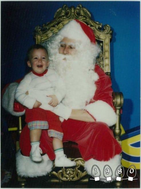 Deux garçons font une photo avec le Père Noël pendant 34 ans – 34