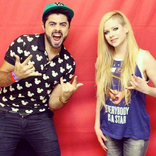 Faire une photo avec Avril Lavigne coûte 300 euros – 5