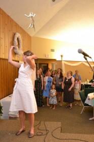 Le lancer chat, en guise de « bouquet de la mariée » : attrapez le chat !