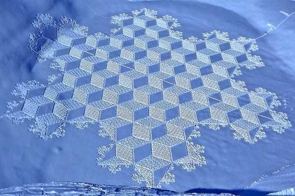 Marcher dans la neige est-il un art ? Réponse en images