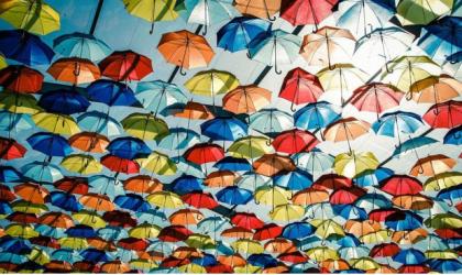 Des milliers de parapluies colorés dans les rues d'Agueda