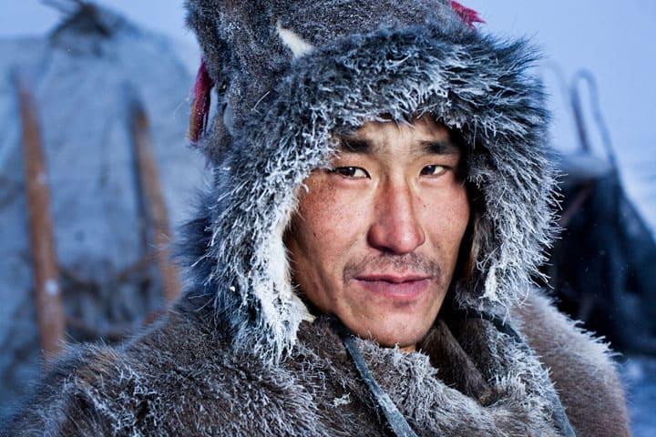 Des habitants de Sibérie prennent des photos pour la première fois de leur vie