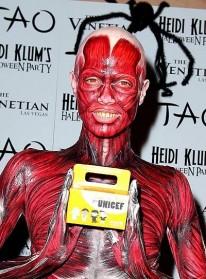 Heidi Klum enlève tout pour Halloween